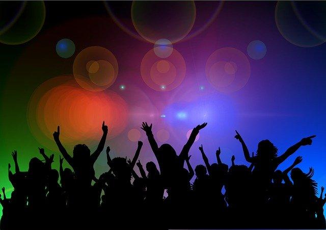 Clubbing (Bild: Gerd Altmann / Pixabay)