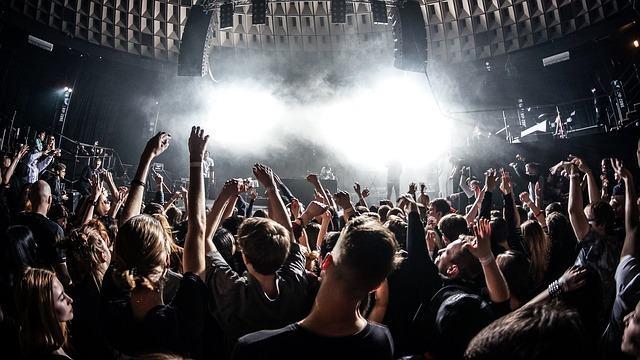 Der Verdienst von Musikern hängt oftmals stark von Tourneen und Live-Shows ab (Credit: Unsplash / CCO)